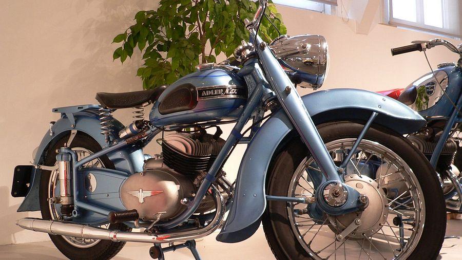 Adler M200 (1952)