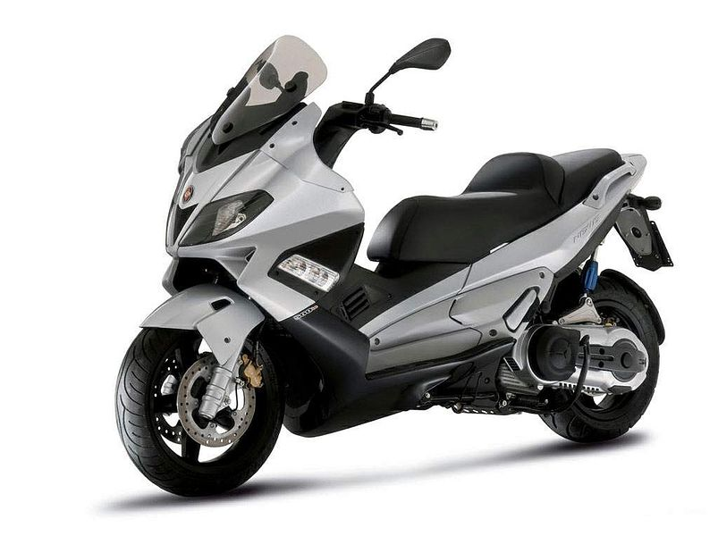 Gilera Nexus 300 is combination of the amazing chassis from its larger