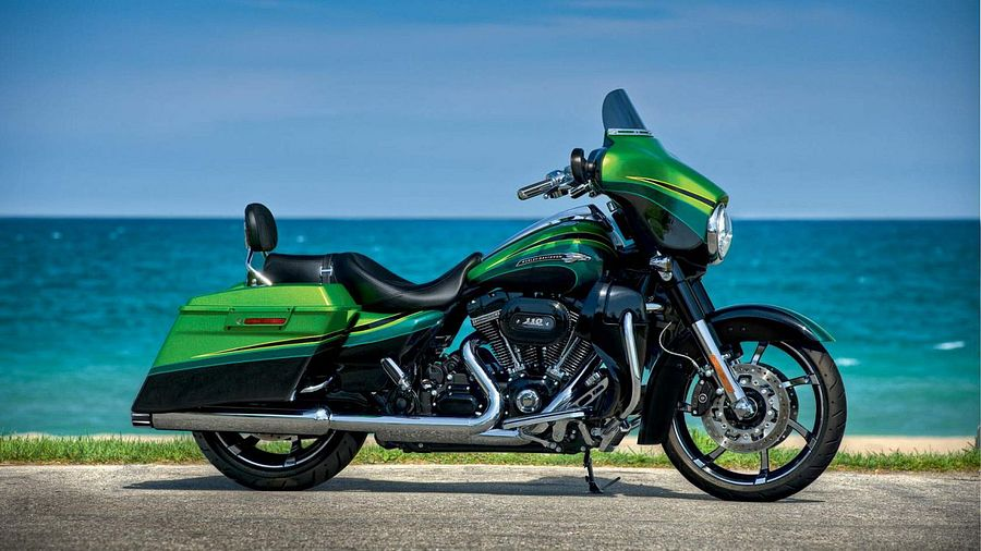 Harley Davidson FLHX SE Street Glide CVO (2011)