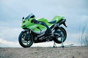 Kawasaki ZX10R MotoGP Replica (2006)