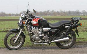 Triumph Adventure 900 LE (1998)