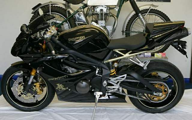 Superb Triumph Daytona 675 Jps Le 2007 Motorcyclespecifications Com Ibusinesslaw Wood Chair Design Ideas Ibusinesslaworg