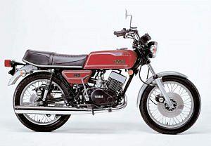 Yamaha RD400C (1976-77)