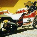 Bimota SB2 (1979TheSB2/80wasthetransitionalbikebetweentheSB2andtheSB3.Ithadthesameframestructureasthe2withthefairingofthe3.ItwasmarketedafterSuzukicancelledtheorderfortheSB2frames.Therewere60framesleftover